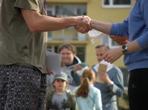 handshakes-930181_1280